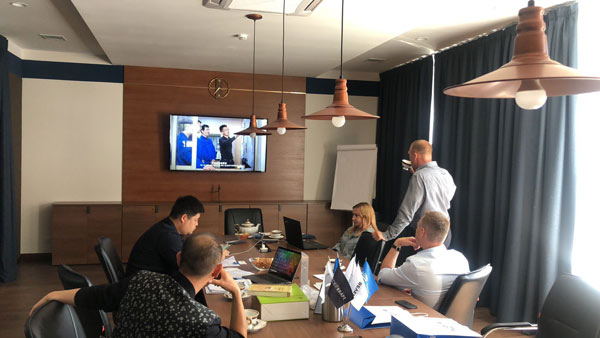 sharing-bycon-company-culture-using-video-with-clients-during-the-meeting (1)